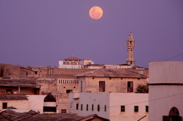 merca_minaret_moonrise.jpg
